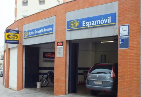 Fachada del taller mecánico Espamovil, en Duque de Ahumada 14, Huelva